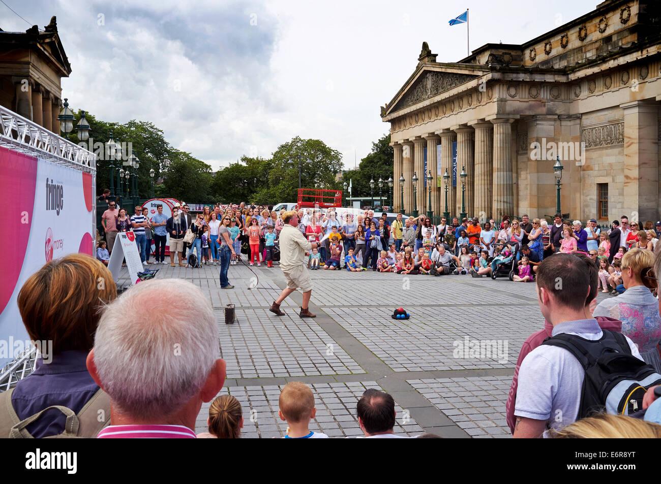 Edinburgh Festival 2014, Edinburgh, Scotland,  crowd watching street performer - Stock Image