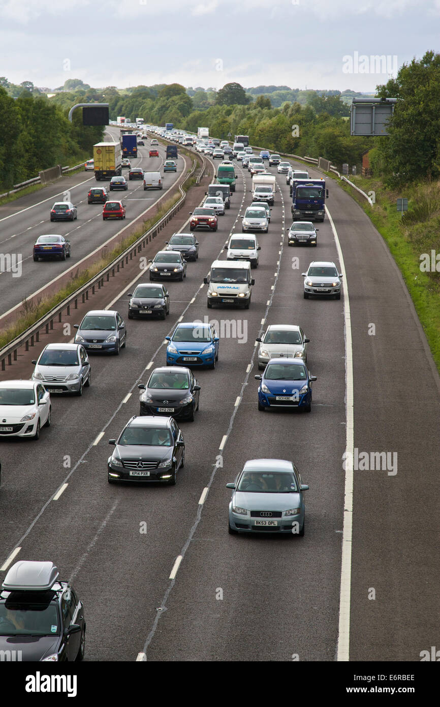 Banbury, Oxfordshire, UK. 29th Aug, 2014. Traffic delays on M40 Motorway after accident between Junctions 11 Banbury - Stock Image