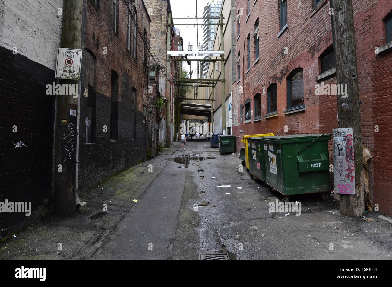 A dirty alley in Vancouver - Stock Image
