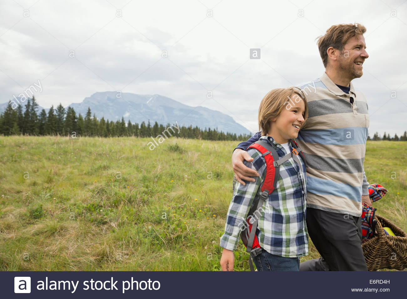 Father and son having picnic in rural field - Stock Image