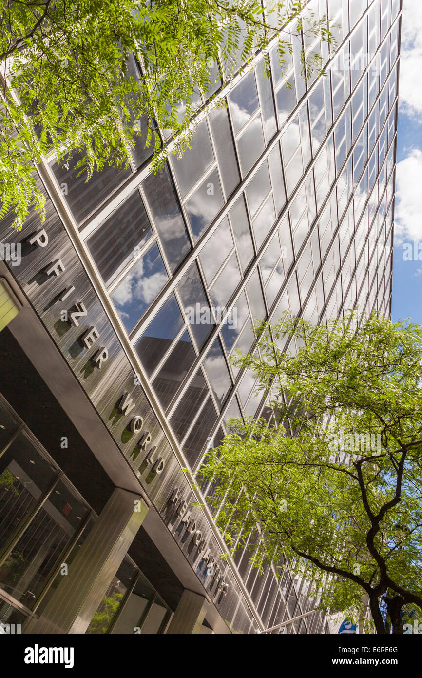 Pfizer World Headquarters East 42nd Street Manhattan New York Stock Photo Alamy