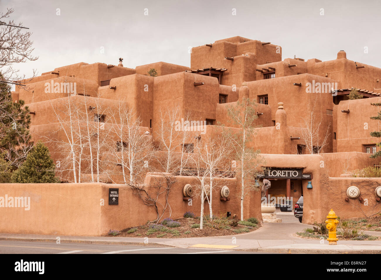 Inn and Spa at Loretto, a hotel in Santa Fe, New Maxico, built in traditional pueblo adobe style. - Stock Image