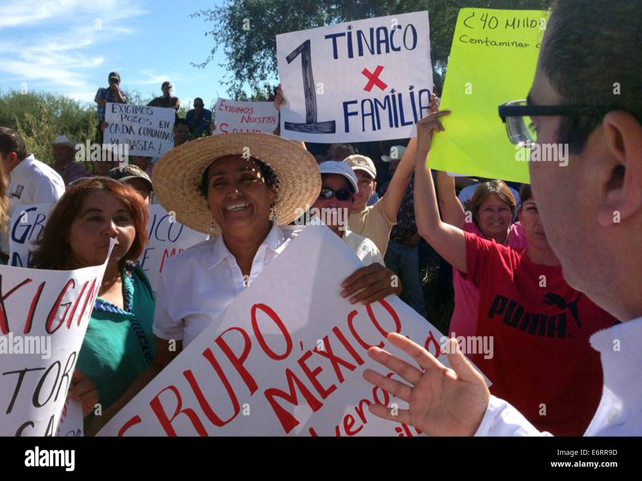 (140830) -- SONORA, Aug. 30, 2014 (Xinhua) -- Image taken on Aug. 27, 2014, shows people taking part in a protest - Stock Image