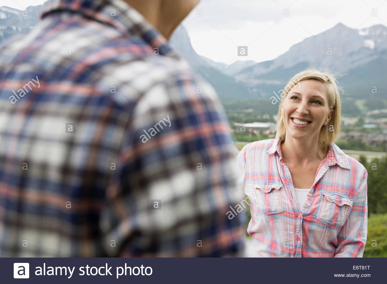 Couple talking on rural hillside - Stock Image