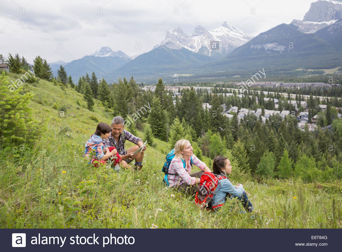 Family overlooking view from rural hillside - Stock Image
