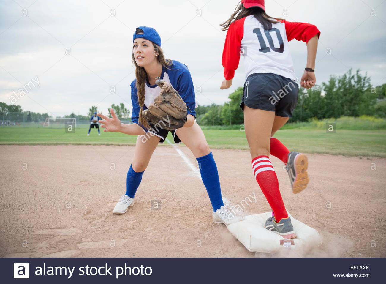 Baseball player ready to catch ball at base - Stock Image