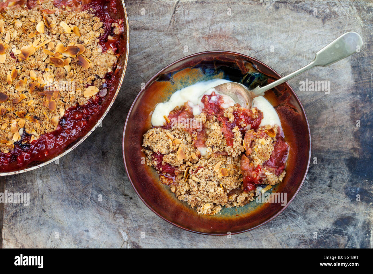 Rhubarb and strawberry crumble - Stock Image