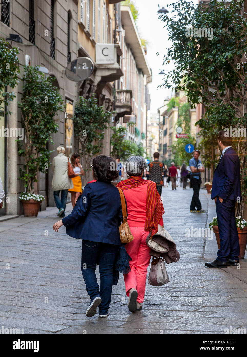 High class shops and shoppers in Milan's Quadrilatero d'Oro - golden shopping rectangle - Via Monte Napoleone, - Stock Image