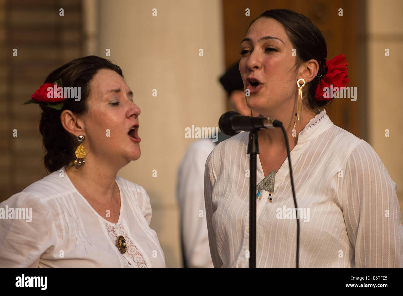 Ohio, US. 30th Aug, 2014. Christa Mosca (left) and Eleni Christoldulelis (right) of the Hellenic Singers perform - Stock Image