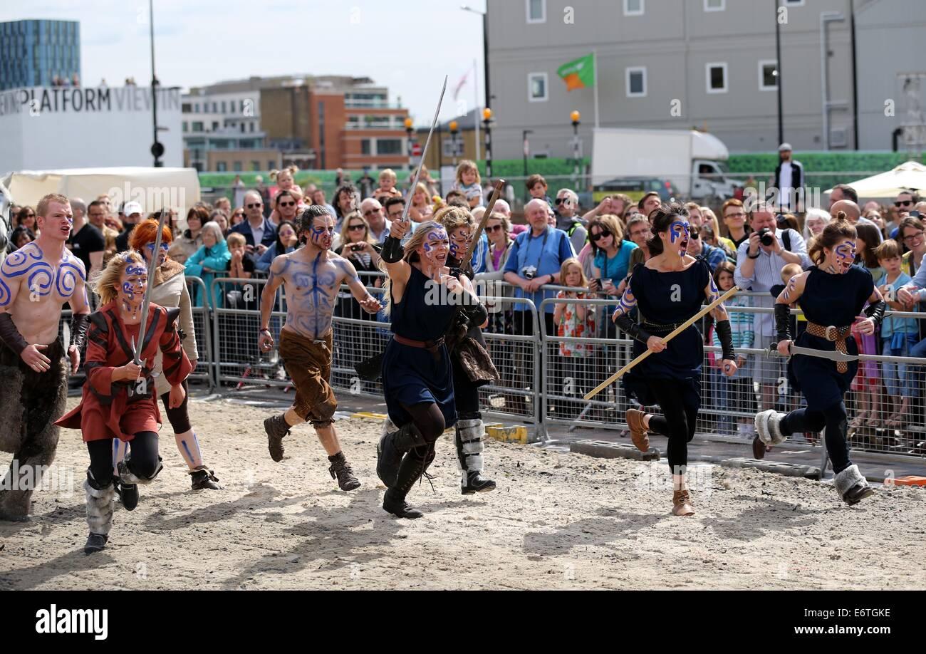London, UK. 30th Aug, 2014. Actors perform 'Boudicca vs the Romans' at Battle Bridge Place and Granary Square, - Stock Image
