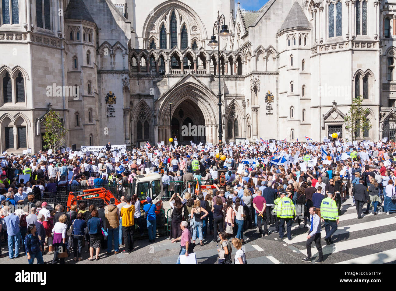 London, UK. 31st Aug, 2014. Thousands of Jews and their supporters from London and across the UK demand 'Zero - Stock Image