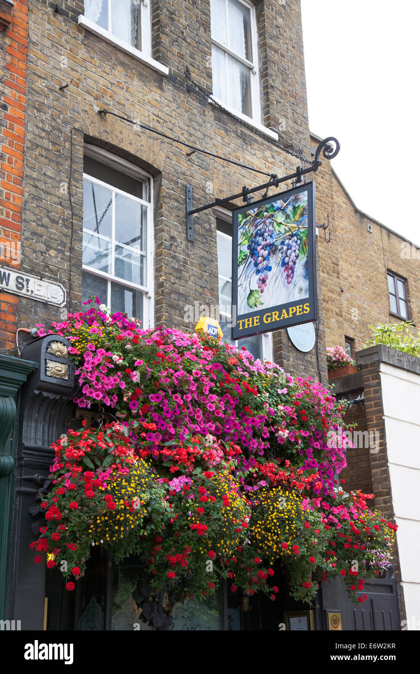 The Grapes Pub in Limehouse - Stock Image