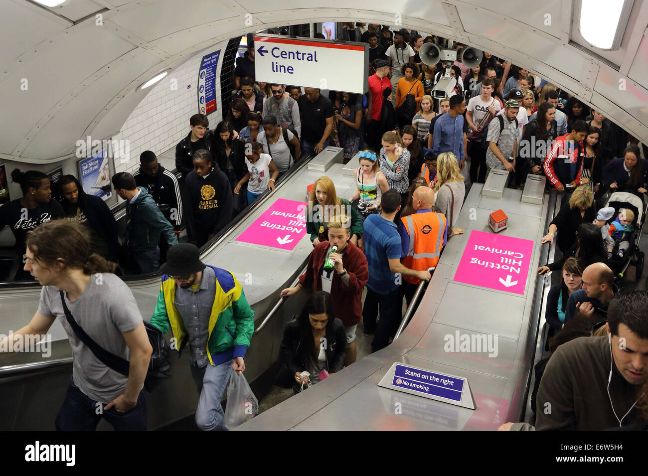 Rush hour, London underground, UK  Photo : Pixstory / alamy - Stock Image