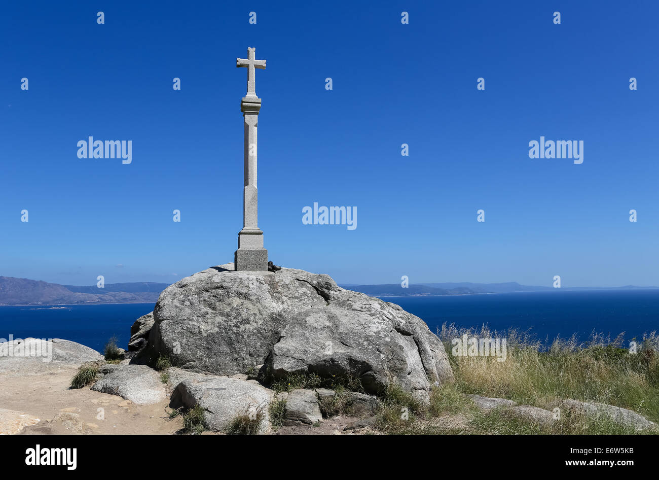 Stone cross at the lighthouse of Cape Finisterre, the final destination for many pilgrims on the Way of St James - Stock Image