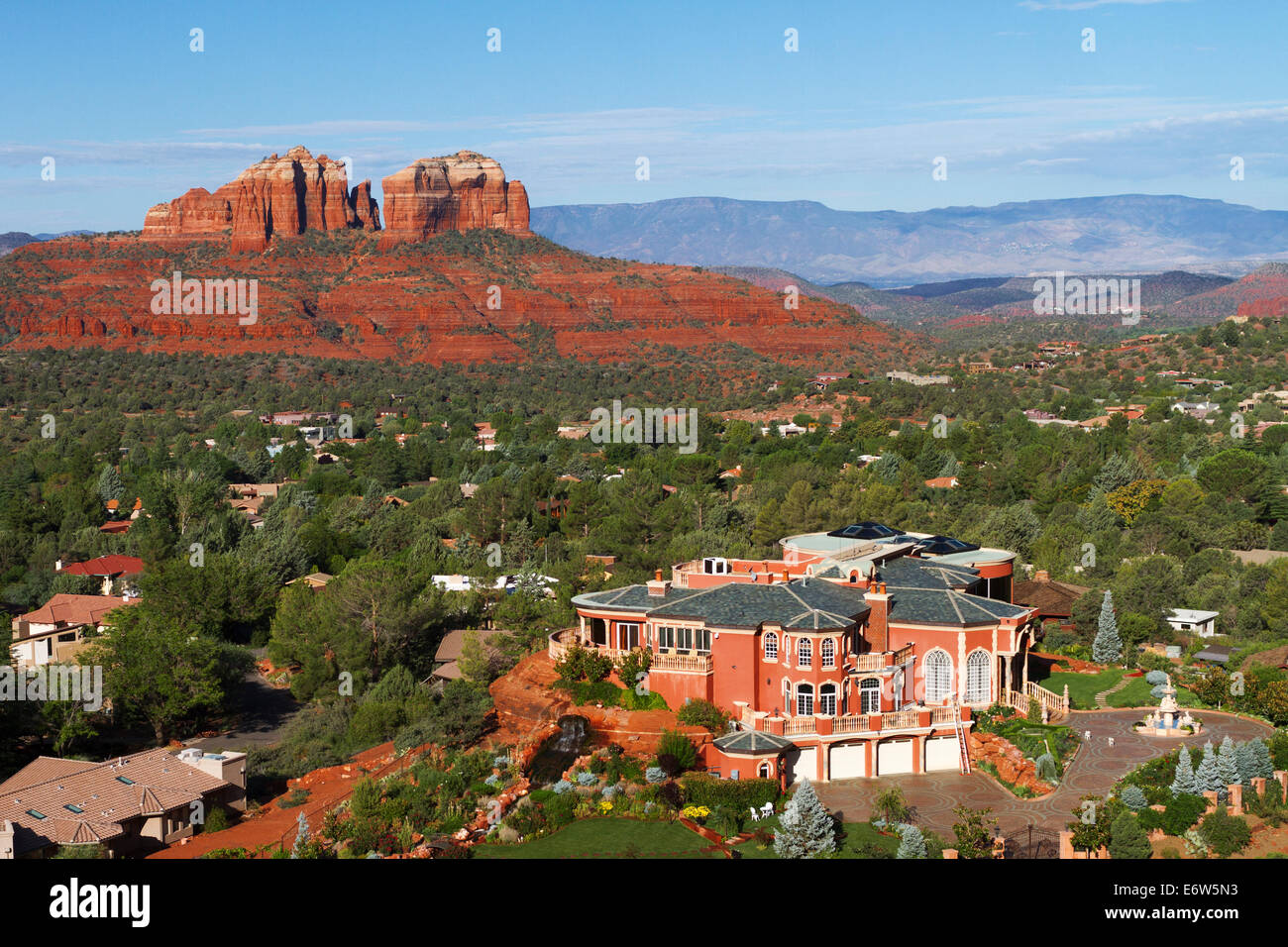 A Mansion sits with Cathedral rock in the background in Sedona Arizona. - Stock Image