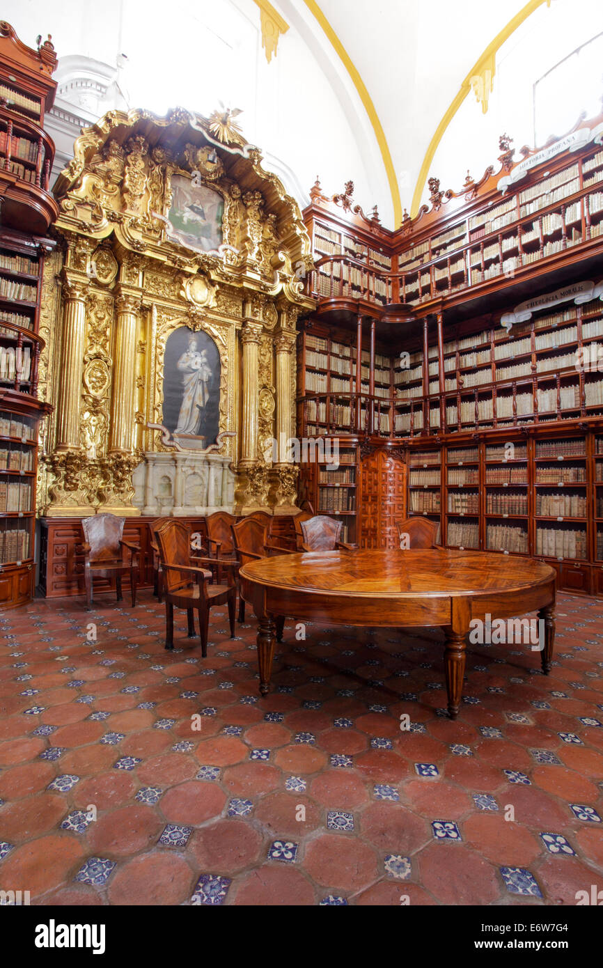 A corner of the historic Palafox Library in Puebla, Mexico. - Stock Image