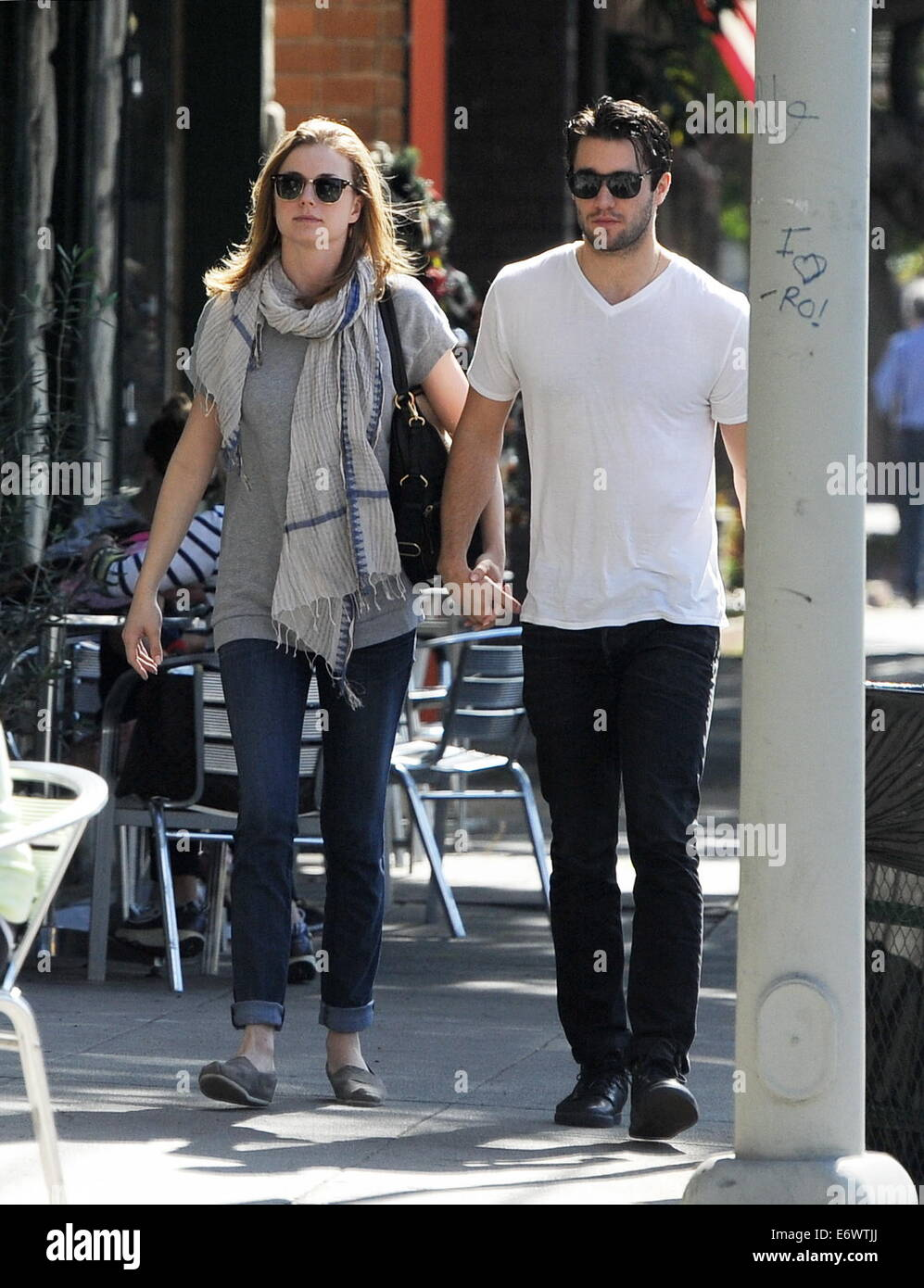 Revenge couple Emily VanCamp and Josh Bowman out to lunch ...