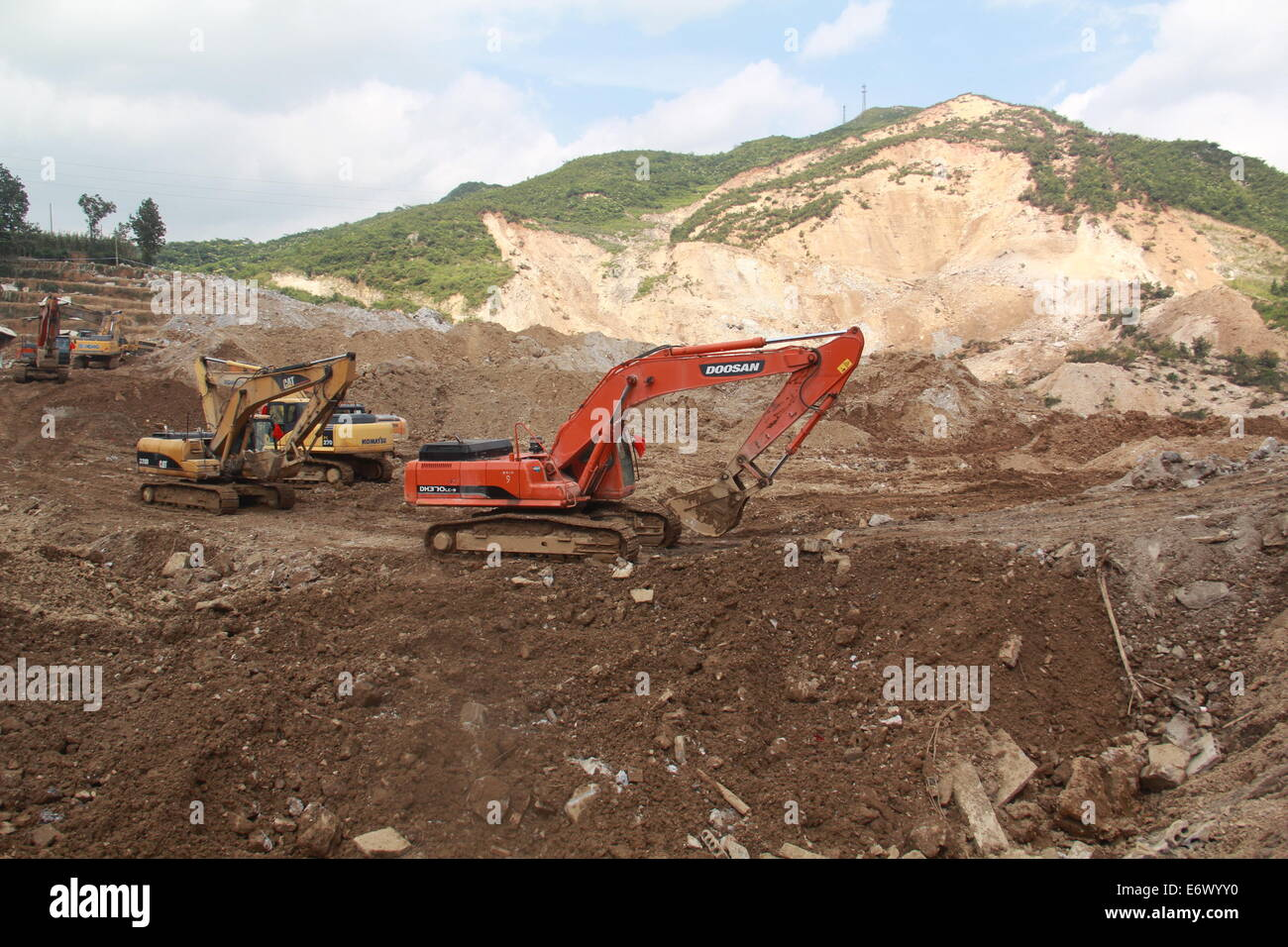 Yingping, China. 01st Sep, 2014. Excavators work at the site where a landslide occurred in Yingping Village, Fuquan - Stock Image