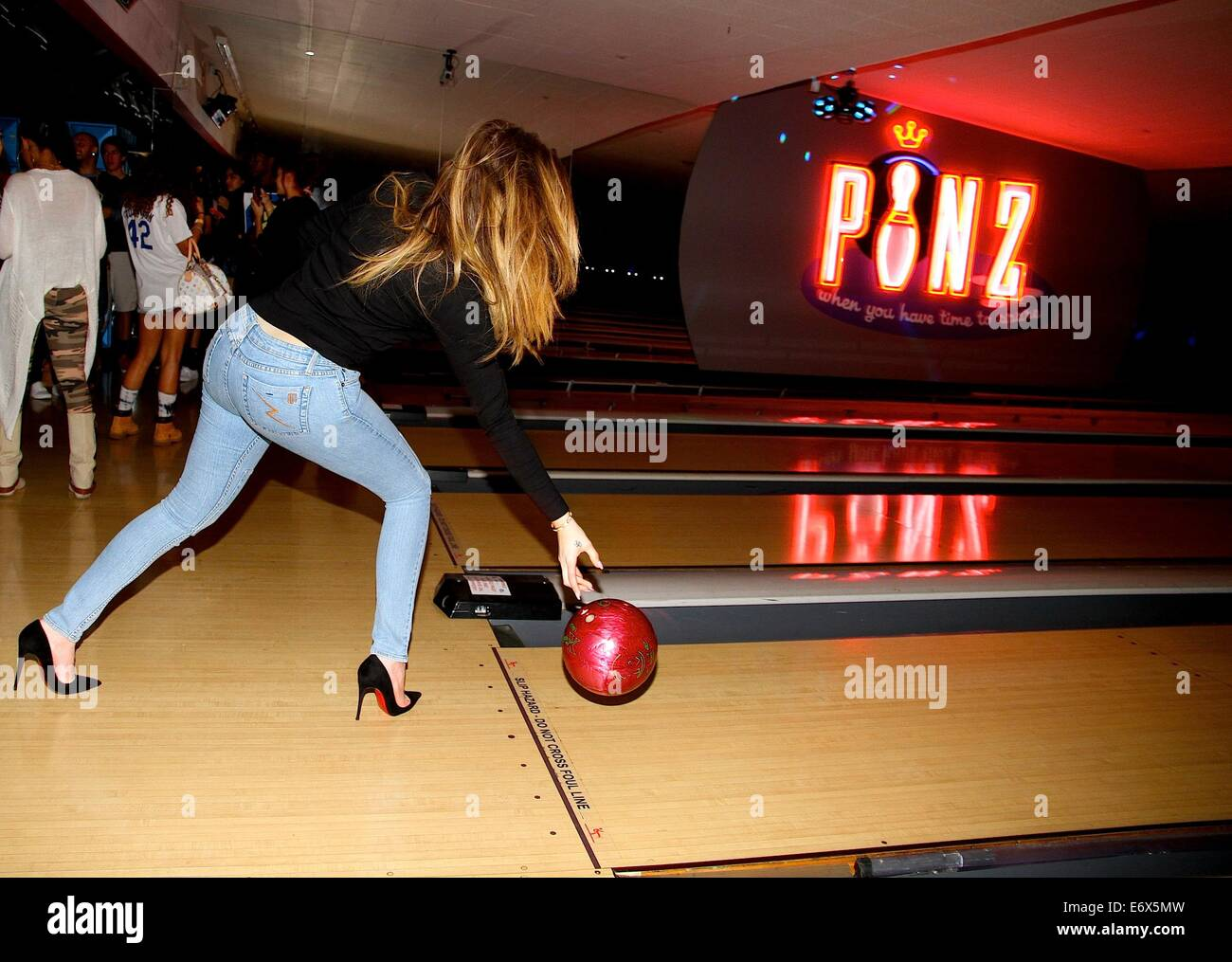 32 Best Celebrity Bowling images | Bowling, Celebrities ...