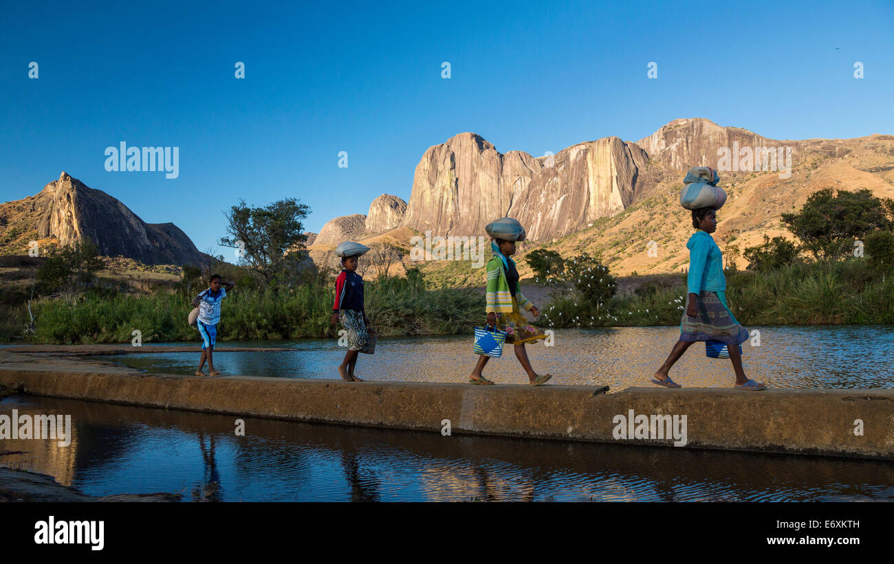 Madagascan girls in front of the Tsaranoro Massif, highlands, South Madagascar, Africa - Stock Image