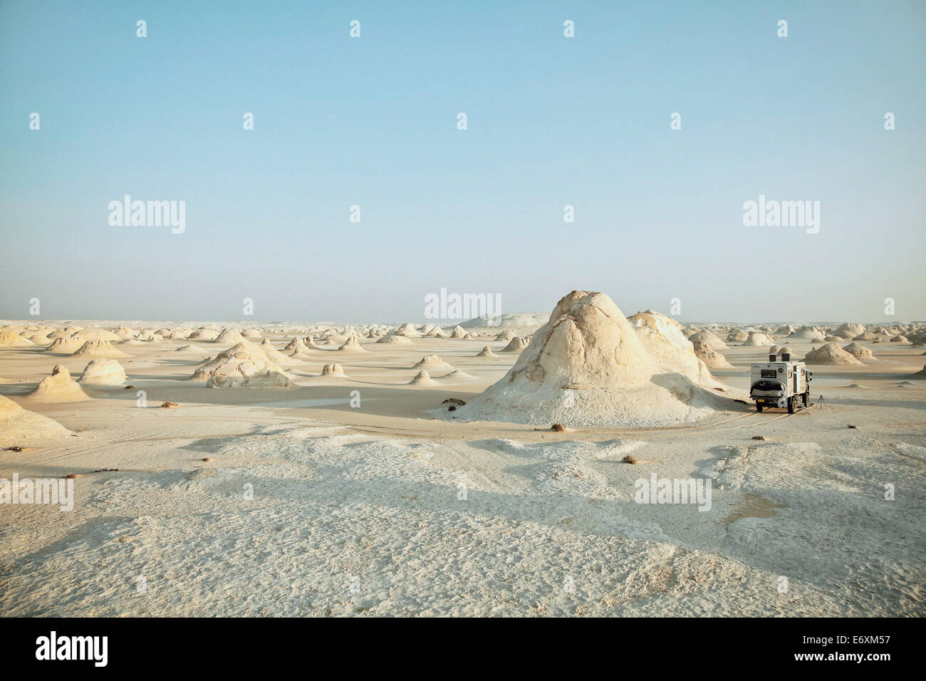 Camper in the white desert, Egypt, Africa - Stock Image