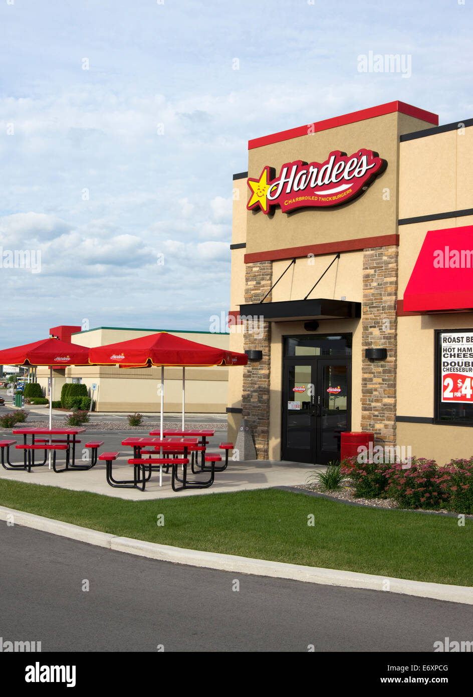 Hardees Restaurant Entrance And Outdoor Tables Manitowoc