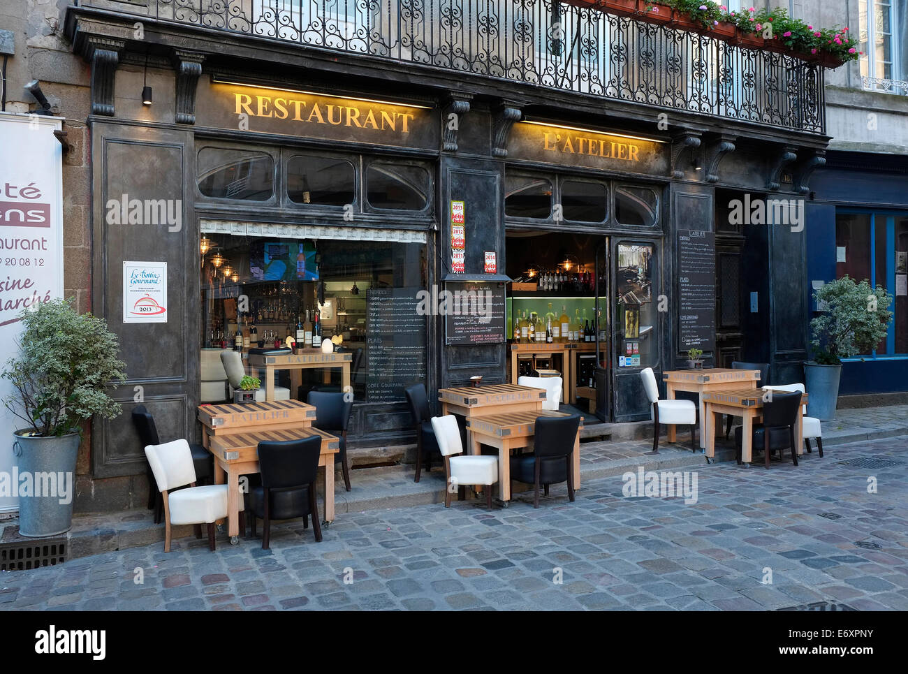 french restaurant l 39 atelier st malo brittany france stock photo 73118023 alamy. Black Bedroom Furniture Sets. Home Design Ideas