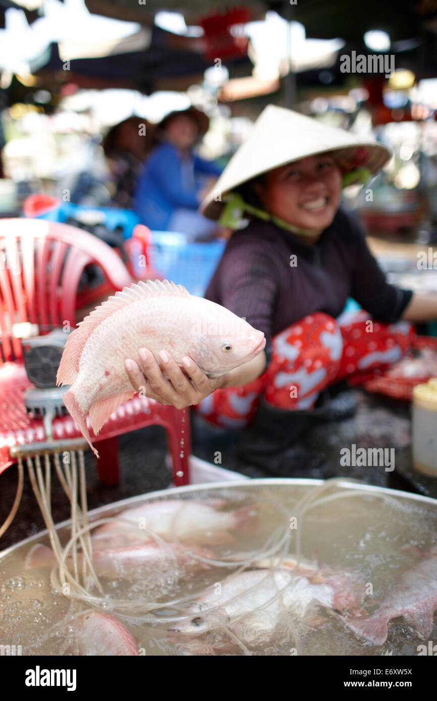 Woman offering fresh fish on market, Sa Dec, Dong Thap, Vietnam - Stock Image