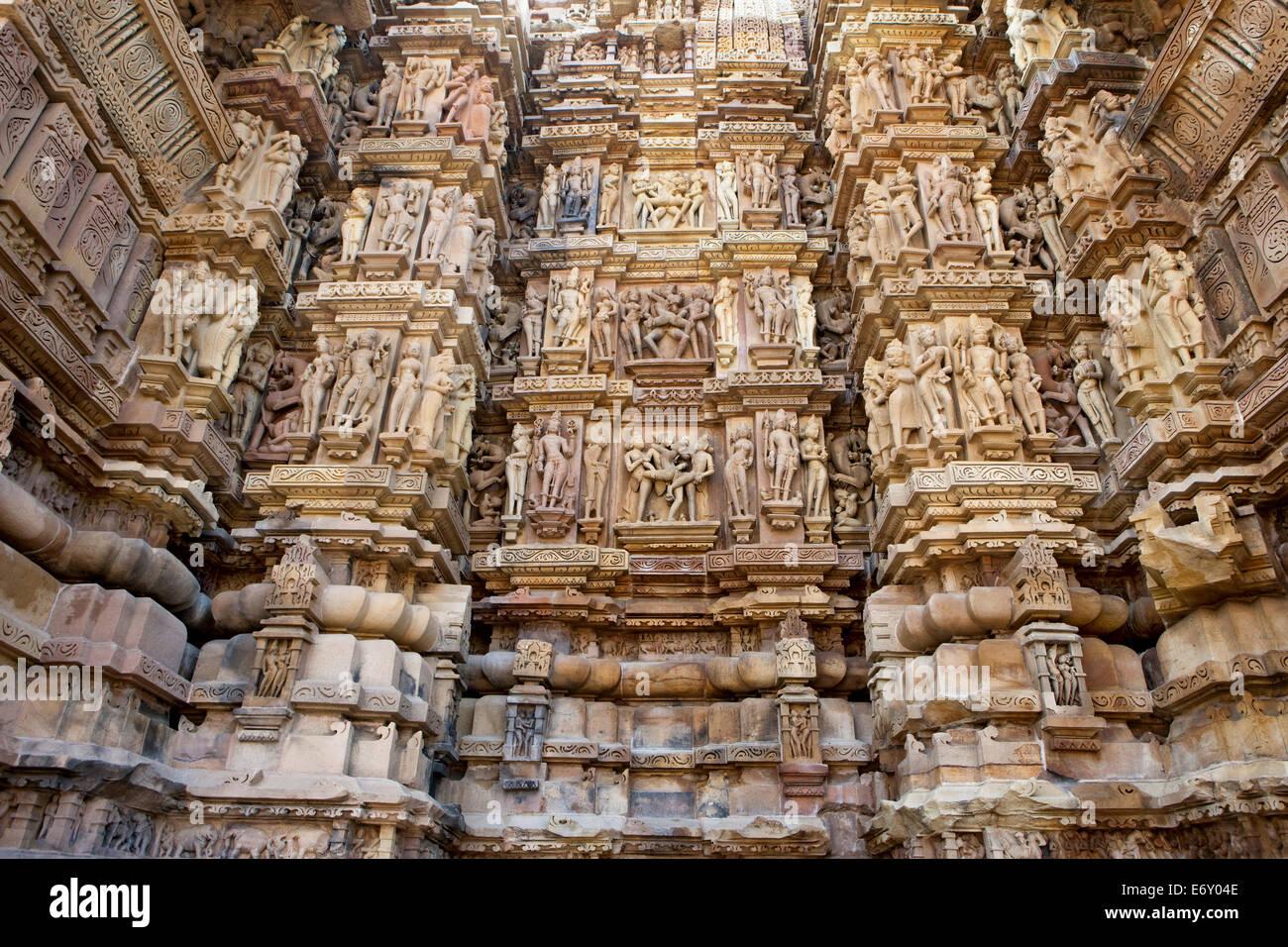 Carvings of kamasutra scenes on a temple wall khajuraho - Kamasutra mobel ...
