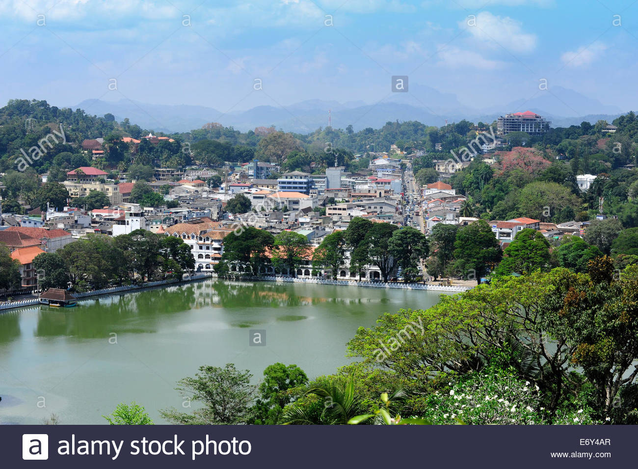 View towards Lake Kandy, an artificial lake in the city centre, Kandy, Central Province, Ceylon, Sri Lanka, Asia - Stock Image