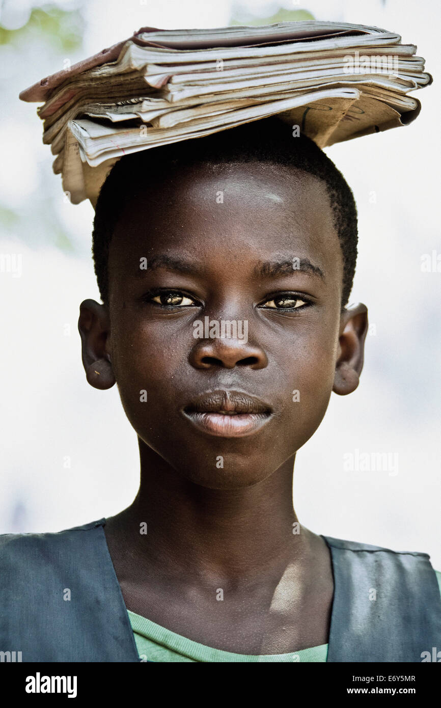 Schoolgirl carrying her books on her head, Malawi, Africa - Stock Image