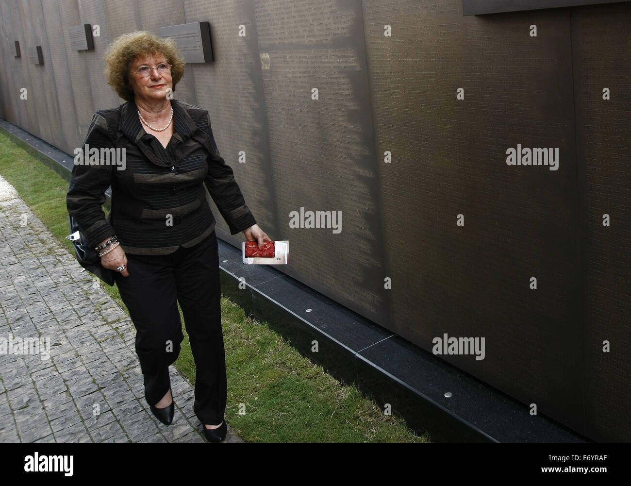 Shanghai. 2nd Sept, 2014. Sonja Muehlberger walks along a copper wall at the Shanghai Jewish Refugee Museum, in - Stock Image