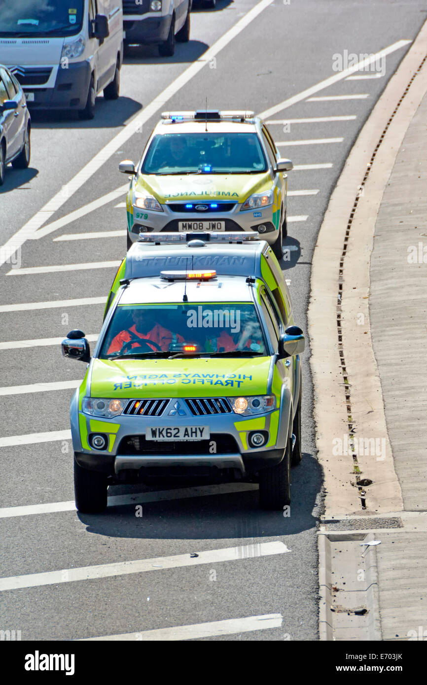 Highways Agency Traffic Officers car & NHS Paramedic Ambulance using motorway hard shoulder to reach scene of - Stock Image