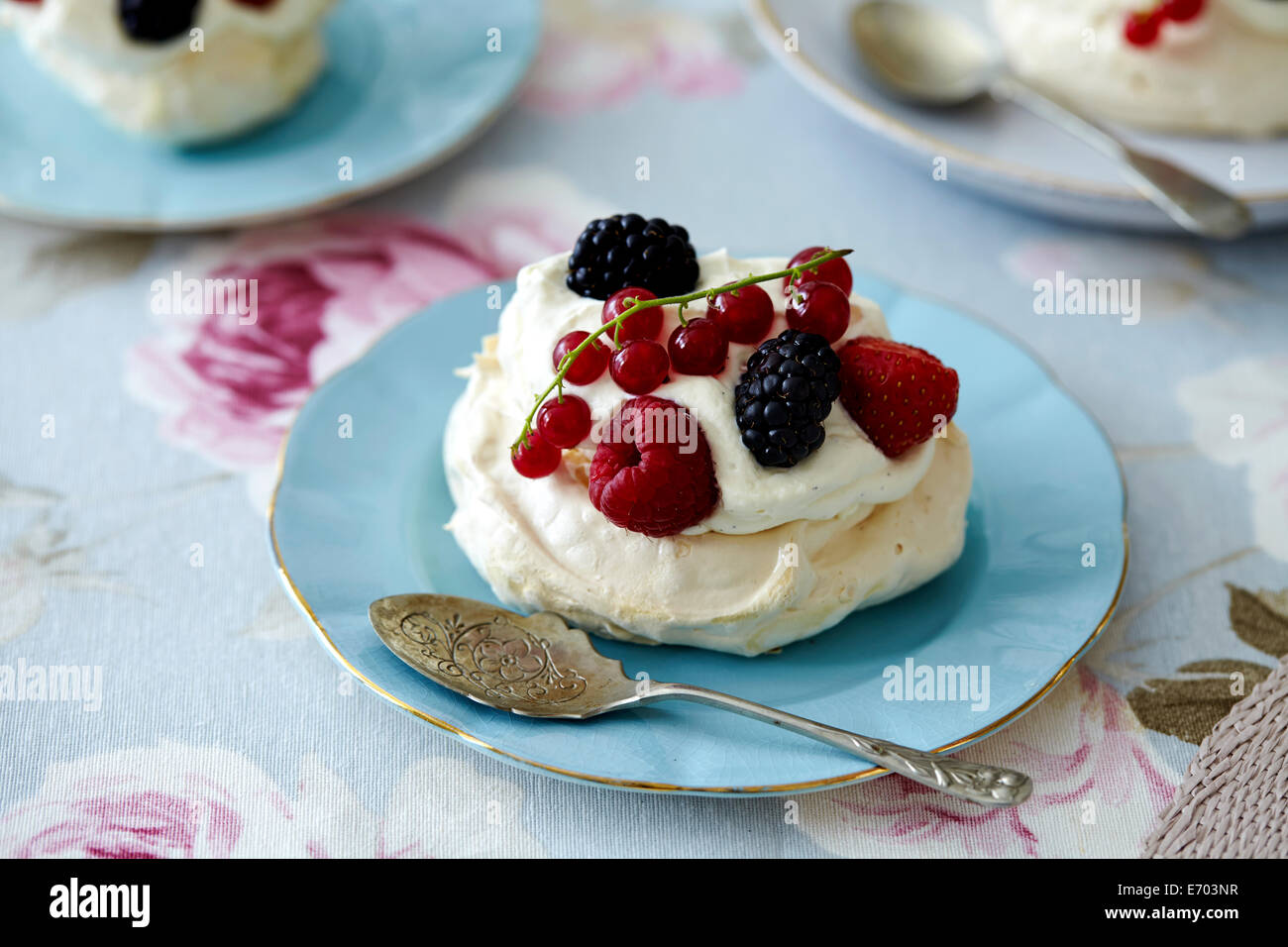 Cream meringue with berries - Stock Image