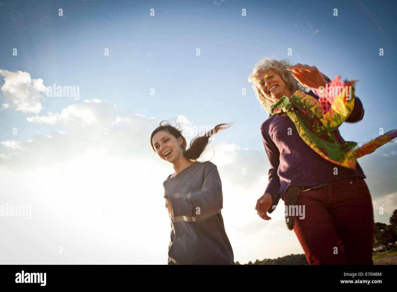 Mother and daughter enjoying beach - Stock Image