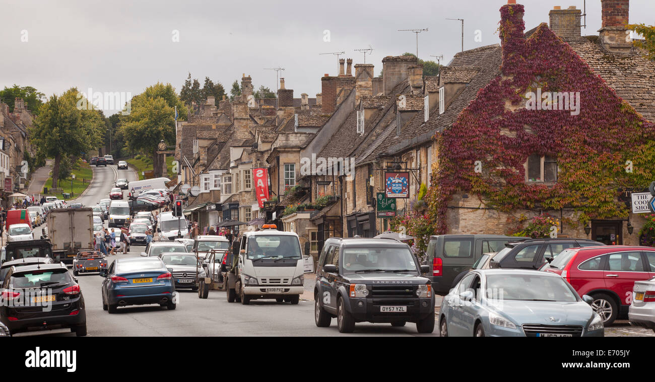 Burford main street, busy day with traffic, overcast - Stock Image