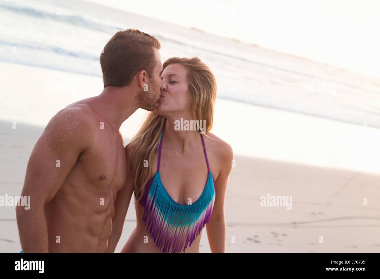 Romantic couple kissing on beach, Nosara, Guanacaste, Costa Rica - Stock Image