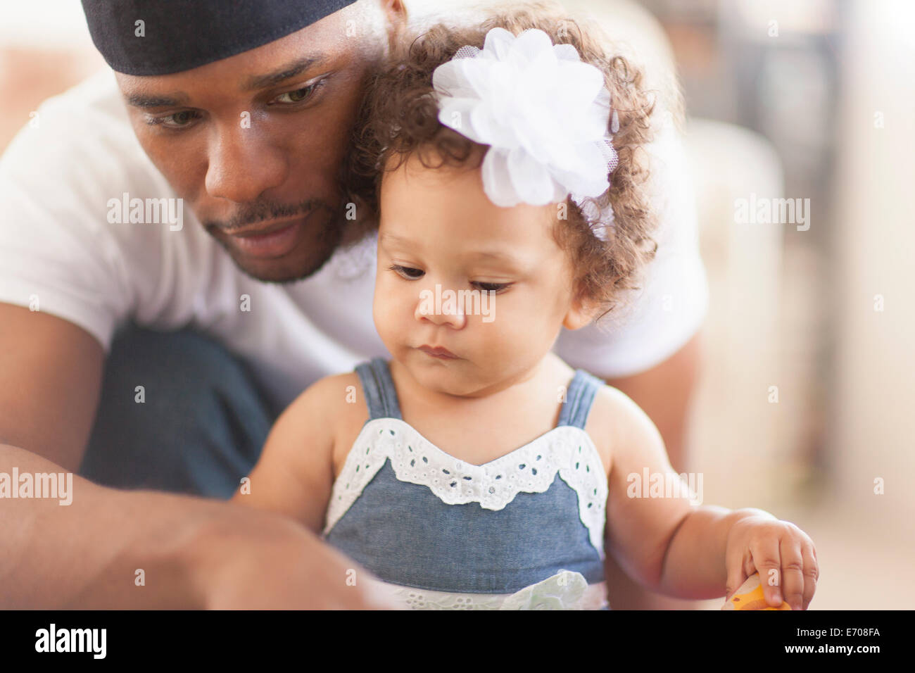 Father playing with young daughter - Stock Image
