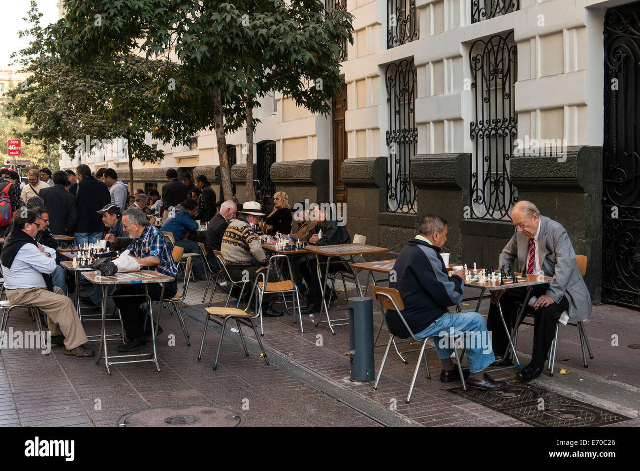 People playing chess in the street in Santiago del Chile, Chile, South America - Stock Image