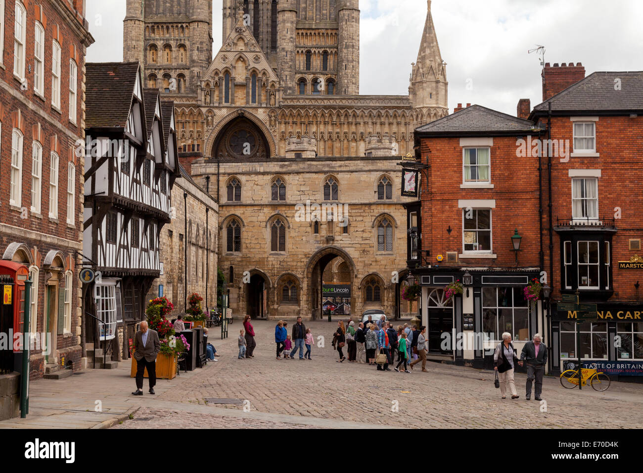 Lincoln Cathedral seen from Castle square, medieval Lincoln City Centre, Lincoln, UK. See also E779W6 - Stock Image
