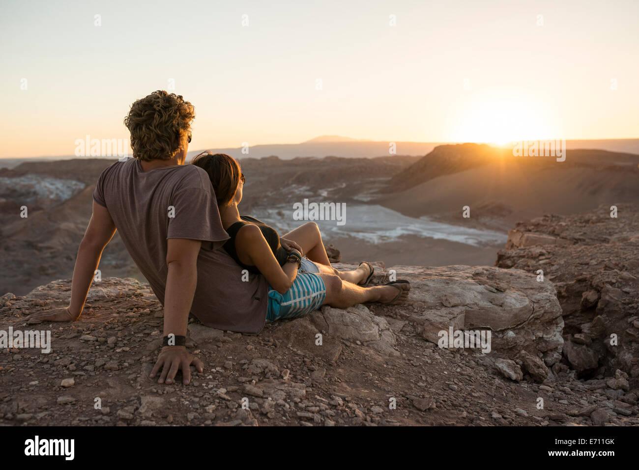 Couple on cliff, Valle de la Luna (Valley of the Moon), Atacama Desert, El Norte Grande, Chile - Stock Image