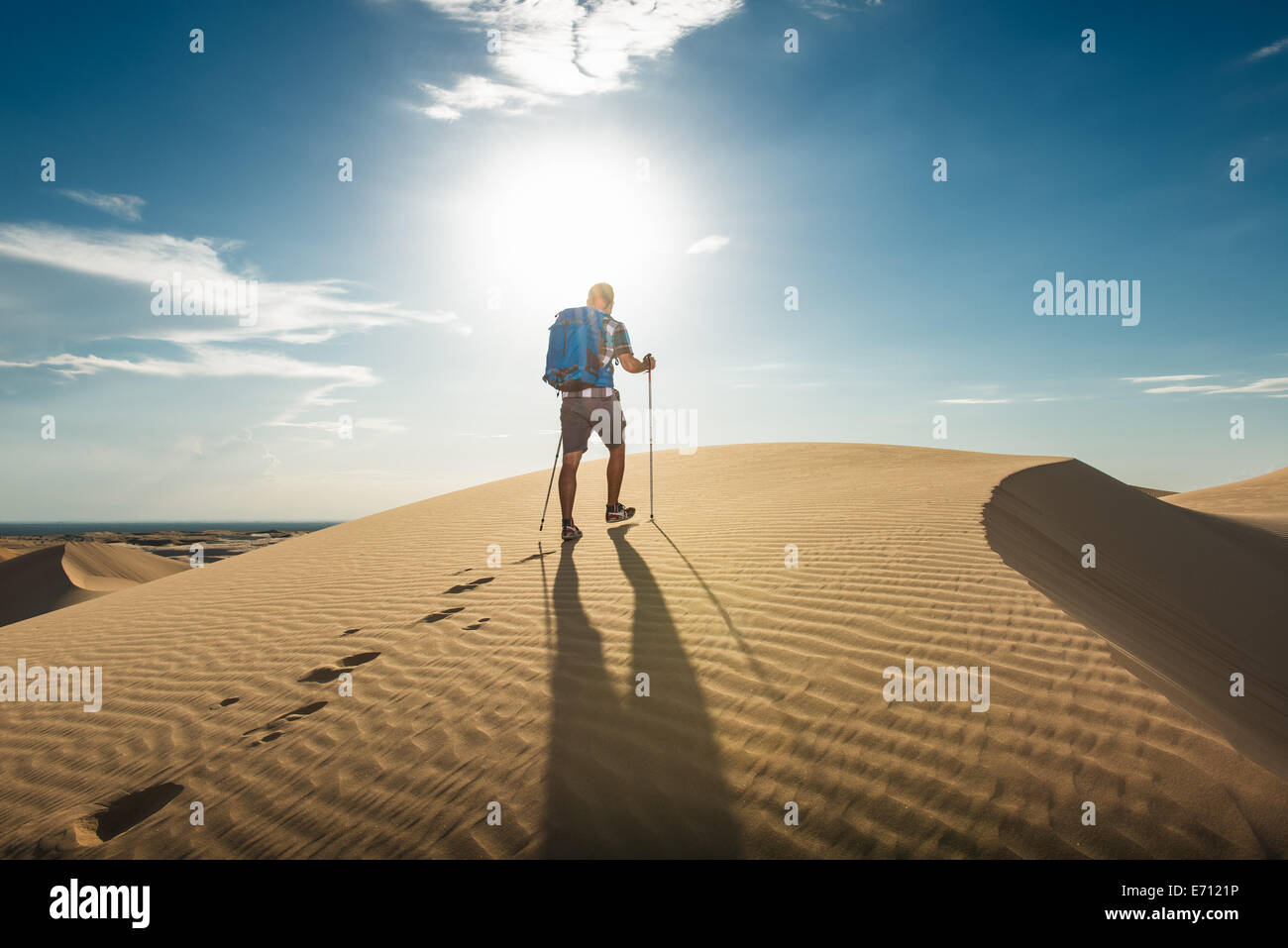 Man hiking in Glamis sand dunes, California, USA - Stock Image