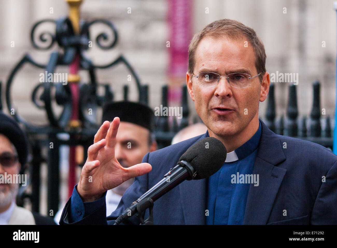 London, UK. 3rd September, 2014.   Leaders of different faiths meet at Westminster Abbey in London to hold a vigil - Stock Photo