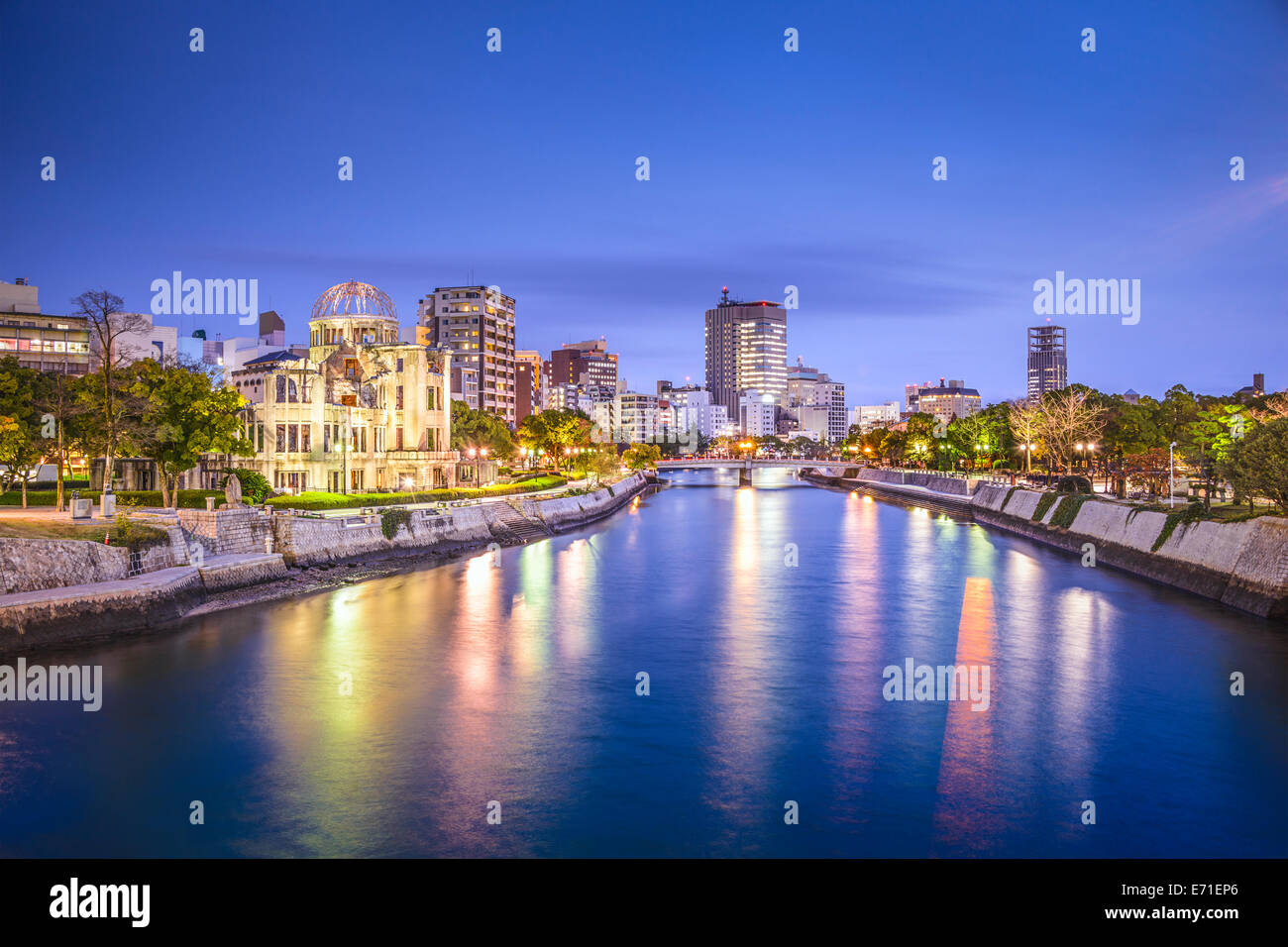 Hiroshima, Japan city skyline on the Otagawa River and Peace Memorial Park. - Stock Image