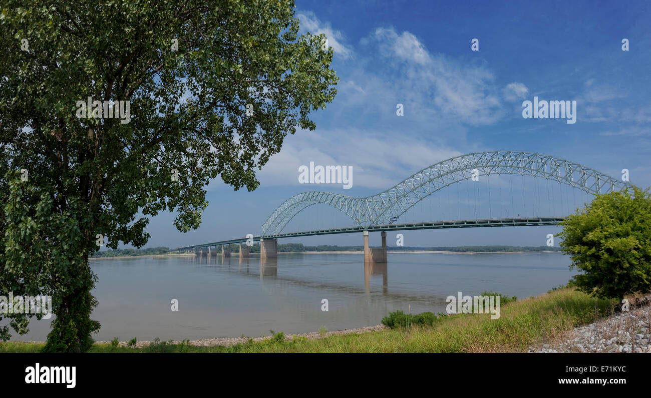 The Hernando de Soto Bridge is a through arch bridge carrying Interstate 40 across the Mississippi River between - Stock Image
