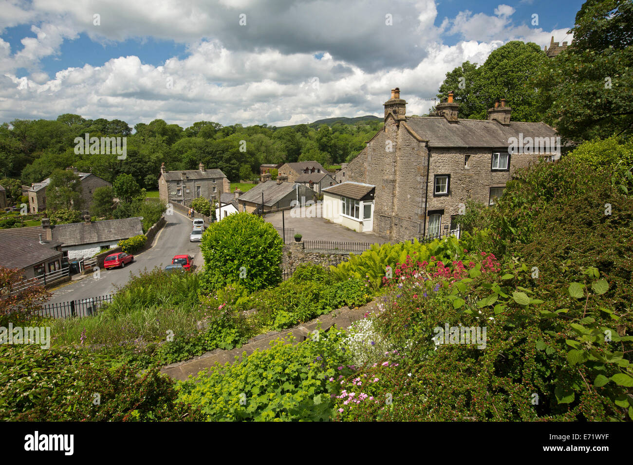 Lush gardens surrounding stone houses in old village of Ingleton in Yorkshire Dales region, England - Stock Image
