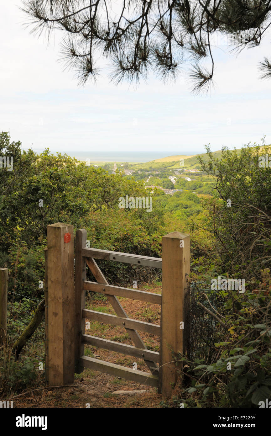 Wooden gate installed on a public right of way footpath by Ramblers volunteers, Llanrhystud, Wales, UK. - Stock Image
