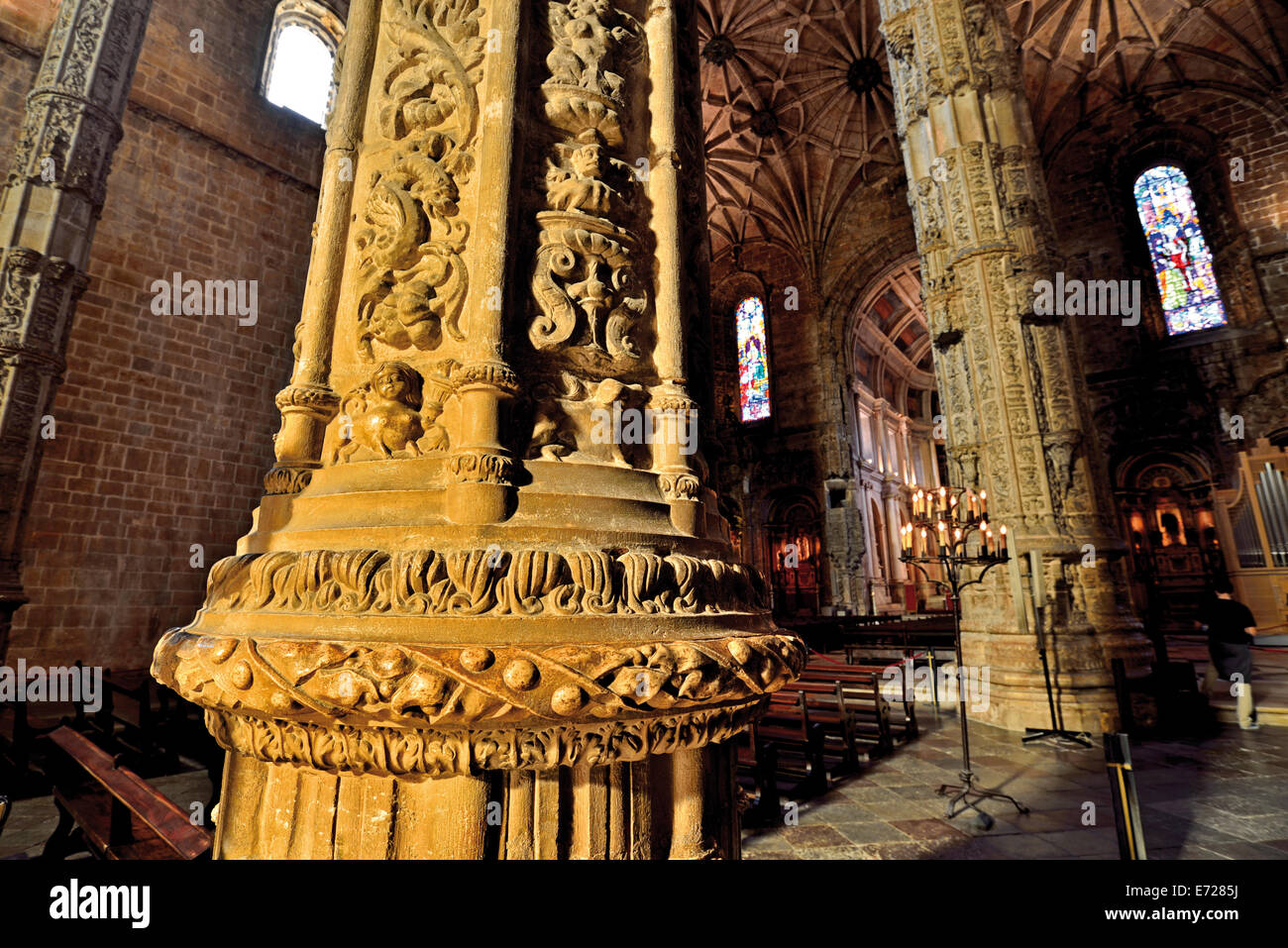 Portugal, Lisbon: Ornamented pillar in the church Santa Maria of the Hieronymus´s Monastery in Belém - Stock Image