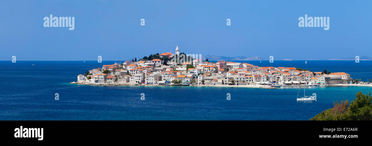 View of the town of Primošten, Adriatic coast, Dalmatia, Croatia - Stock Image