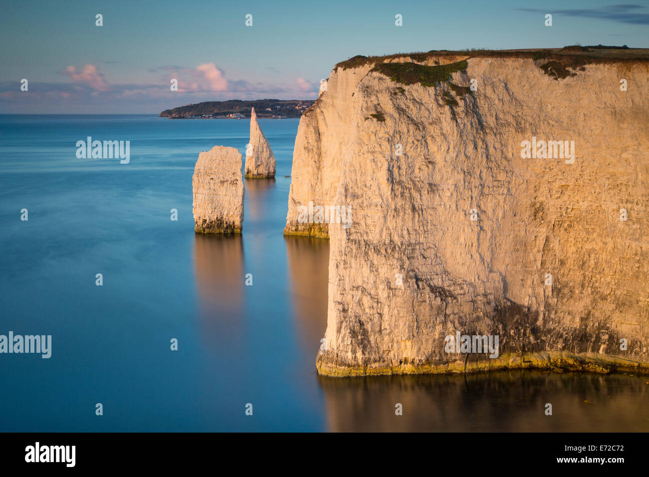 Dawn at the white cliffs and Harry Rocks at Studland, Isle of Purbeck, Jurassic Coast, Dorset, England - Stock Image